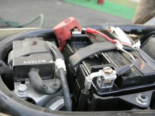バッテリー 交換 バイク